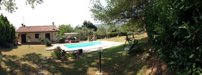 giardino lato della piscina