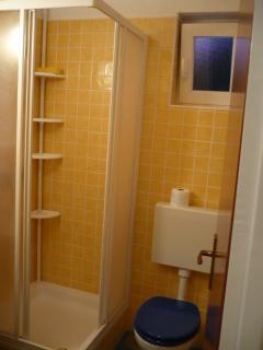 Room A4 - bathroom