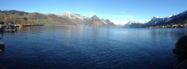 Aussicht auf See und Berge