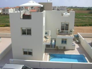 Villa Abterra with one way free airport transfer, Protaras