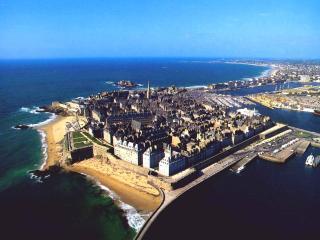Beautiful, central beachfront flat, in St Malo, Saint-Malo