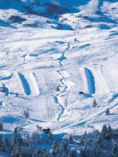 2 snow board fun parks in Meribel