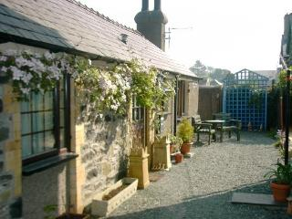 Comfy and Cosy Fir Tree Cottage at Nantyfelin, Criccieth