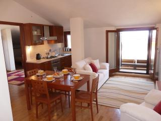 Open plan kitchen/diner/main lounge
