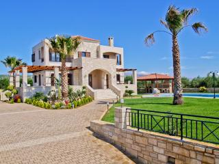 Luxury Holiday Villa with Pool, Chania Town