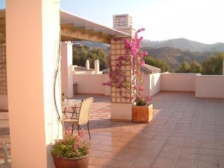 Lovely penthouse with private roof terrace Rio Real Marbella