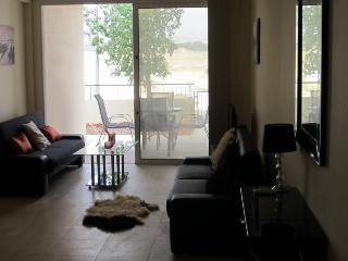 Spacious & modern gf flat, Oroklini
