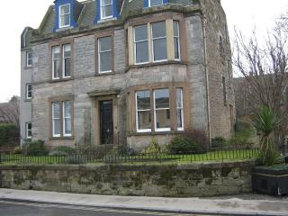 North Berwick Superb Large Ground Floor Apartment for Golf, Sea,Beach,Edinburgh