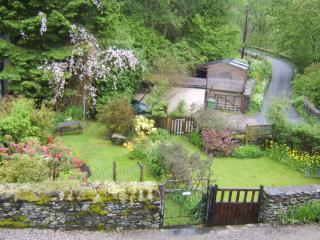 Romantic historic boutique styled cottage near Lake Windermere.Dogs welcome