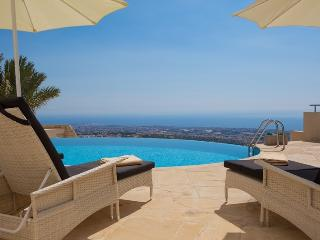 Villa Serenity, Tala- 3/4 Bed Villa with Amazing Views and Infinity Pool