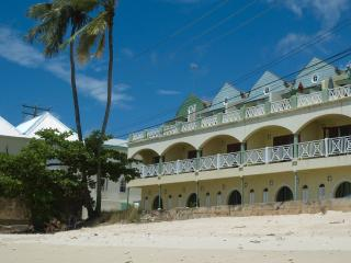 Beachfront apt., Barbados, stunning West Coast