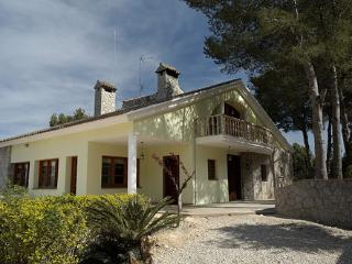 Casa Verde. Luxury country house sleeping up to 18. Child cot available.