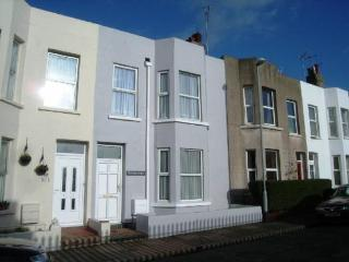 Modern 5 bedroom house near beach, Eastbourne