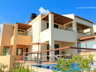 Coral 3 bdr Villa only 200m from the Beach, Chania