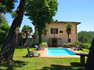 Villa il Castellaccio- Farmhouse chianti with pool, Lucolena