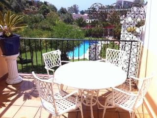 Appart BURRIANA piscine 5mn plage parking privé, Nerja
