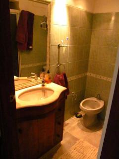 Main bathroom / Banheiro principal
