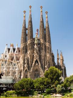 You'll have only to walk 10 seconds to see the wonderful Sagrada Familia