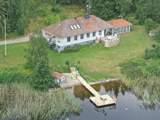 Private lake villa with plenty of space, Flen