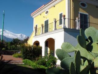 Bivano in Villa dei Limoni, Acireale