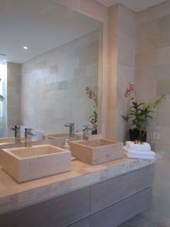 ensuite bathroom master bedroom 1 and 2