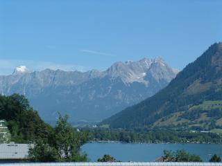 Spacious Lake View Apartment in Centre of Zell am See, near ski lifts and beach.