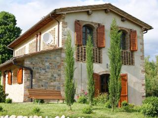 Podere San Galgano Villa with private fishing lake