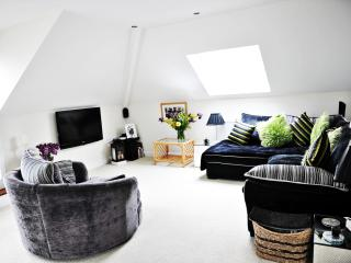 Penthouse Apart. at Trelawney, 34 Wellington Road, Bournemouth    BH88NH