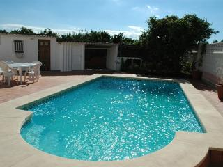 Villa & pool- 150 meters beach, Gandia