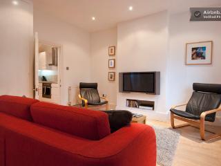 lounge with 37' plasma TV