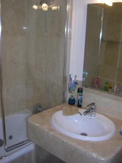 Bathroom 1 - en suite