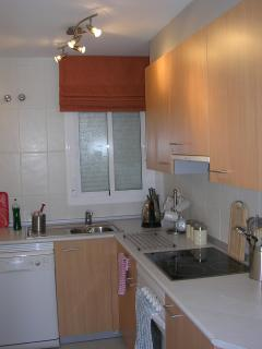 Full Kitchen (leads to utility room with washing machine)