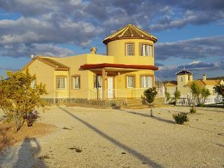 Pinoso holiday villa with pool, Fortuna