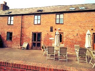 Dairy Cottage, walled patio