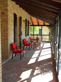 Porticato con ingresso Domus e Receptions del Residence Armonia