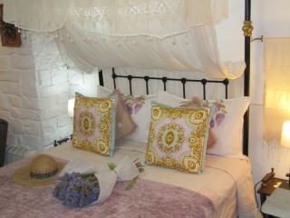 STRATOS ART DECO HOUSE MAKRINARI TWO BEDROOM SUITE