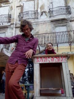 Uwe e Costanza in n piazza Garraffaello