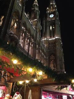 2 minute walk from the summer opera festival and christmas markets at the Rathaus