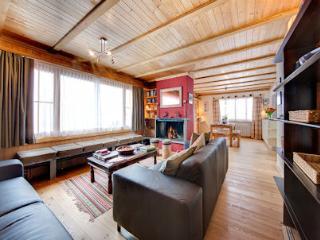 Upper Apartment - Sitting Room / Panorama Window