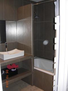 Master bedroom, modern en-suite bathroom