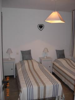 Twin bed room, light and airy