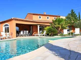 The beautiful La Bigarade, pool and ocean view, La Londe Les Maures