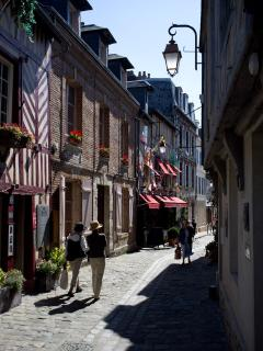 Rue de L'Homme de Bois with its many restaurants and boutiques