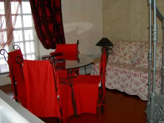 1 bedroom apartment close to Avignon attractions, parking and wi-fi available