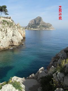 La caletta più famosa, che penetra nella borgata marinara di S'Elia con Capo Zafferano sullo sfondo
