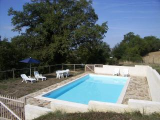 Oak Tree Cottage near Najac. Private pool in beautiful location.