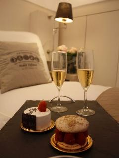 Holiday apartment ideal for a romantic break right in the heart of the old town, Nice