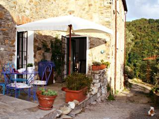 Casa terratetto in pietra, Sarzana