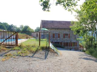 Oak Tree Cottage and pool with private drive