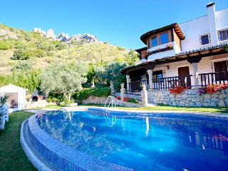 3 bed, book 3+ nights get free breakfast!, El Chorro